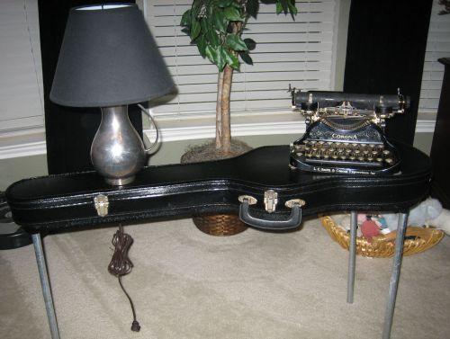 guitarcasetable